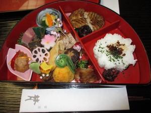 桜香煎茶に始まり弥生椀に桜麩、桜ご飯、桜蒸しと春の香いっぱいの普茶弁当でした